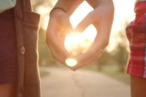 幸福就是_唯美的牵手情侣图片_爱的承诺_爱情163小说网