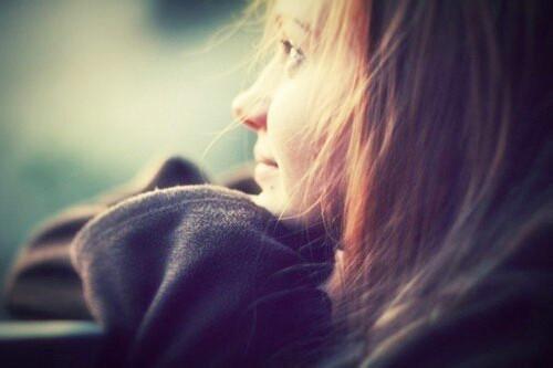 动漫人物女孩儿漂亮的是长发