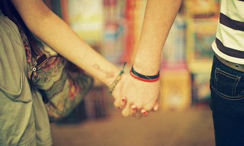 情侣手牵手唯美图片_勾起你的情_爱情163小说网