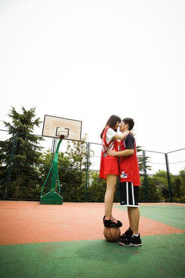 浪漫图片爱情图片_校园爱恋情侣图片_爱上篮球少年_爱情163小说网