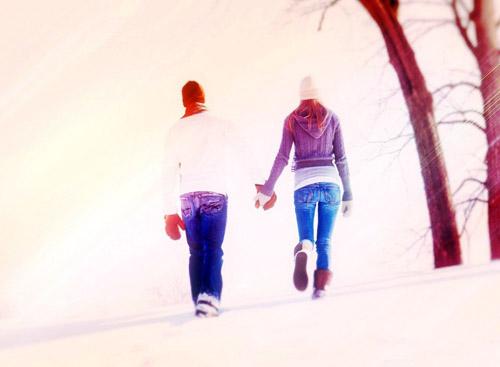唯美情侣浪漫牵手背影图情侣幸福接吻图片情侣一起看夕阳图-那年冬