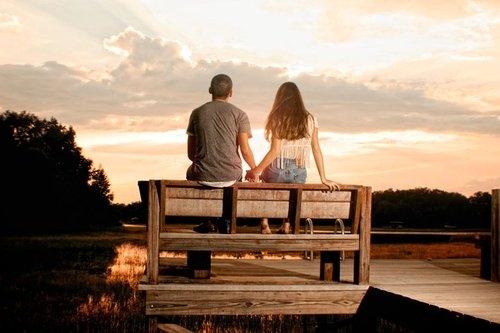 幸福牵手背影图片甜蜜的背影牵手旅行牵了手的幸福牵手跟你走携手一