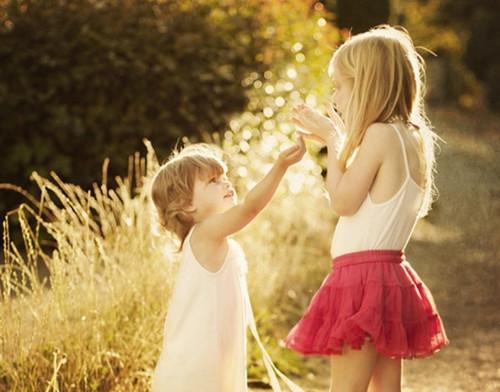 小孩情侣图片_小孩之间的爱情