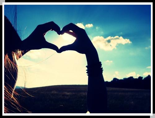 唯美情侣心形手势图片