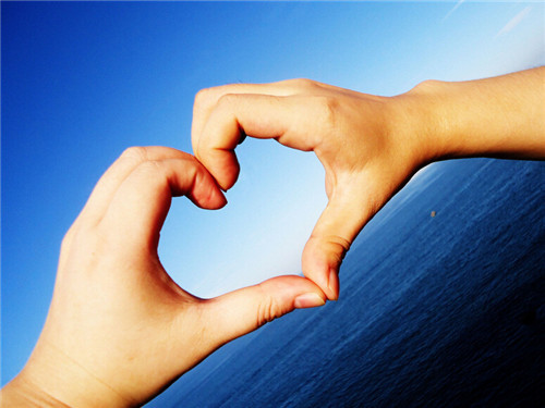满满爱心唯美图片_手势唯美爱心
