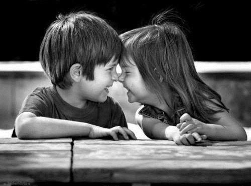 小孩情侣图片_小孩子之间的爱情